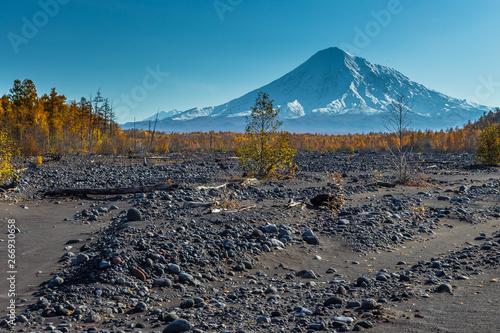 Fototapeta Mount Ostry Tolbachik, the highest point of volcanic complex on the Kamchatka, Russia. obraz