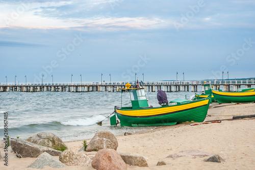 Obraz Łodzie rybackie na plaży w Gdyni Orłowie - fototapety do salonu