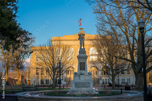 Cuadros en Lienzo  Confederate statue downtown Bentonville, Northwest Arkansas, Statue of confedera