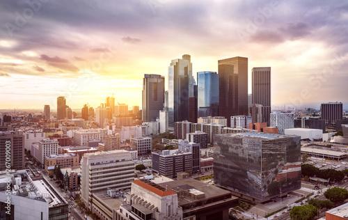 Fotobehang Zwart Downtown Los Angeles skyline at sunset