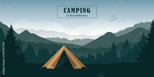 Fotografia camping adventure in the wilderness tent in the forest at green mountain landsca