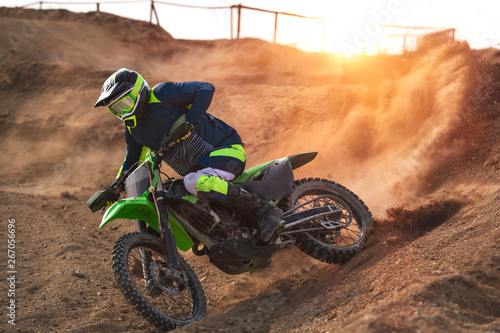 Papel de parede Motorcyclist on a cross-country motorcycle during sunset