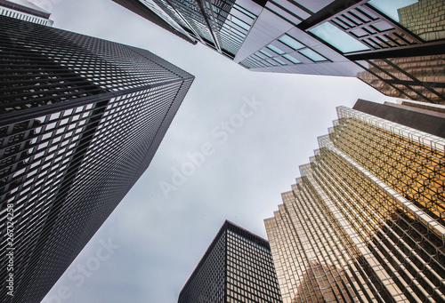 Keuken foto achterwand Amerikaanse Plekken High-rise office glass building skyscraper low angle