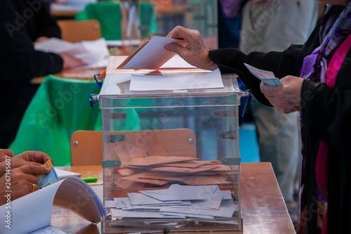 Urnas para votar en las elecciones democráticas Canvas Print