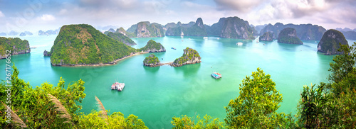 Montage in der Fensternische Licht blau Beautiful landscape Halong Bay view from adove the Ti Top Island. Halong Bay is the UNESCO World Heritage Site, it is a beautiful natural wonder in northern Vietnam