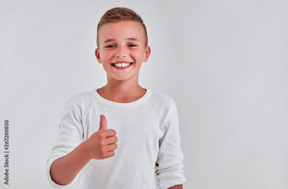 Fototapety, obrazy: Cute boy on a gray background