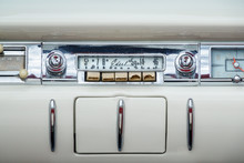 Classic Old Radio In A Ford Ed...
