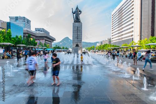Türaufkleber Seoul SEOUL, SOUTH KOREA - May 05, 2019: Gwanghwamun Plaza
