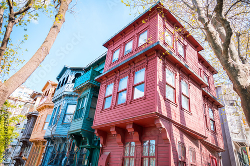 Foto  Historical, Old, Colorful Houses in Kuzguncuk, Istanbul, Turkey