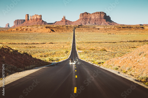 Papiers peints Route 66 Motorcycle on Monument Valley road at sunset, USA