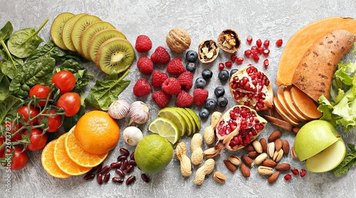 Cadres-photo bureau Cuisine Healthy food. Selection of fruits, berries,vegetables, cereals and nuts for healthy eating concept.