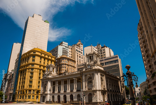 Montage in der Fensternische Rio de Janeiro Rio de Janeiro City Hall. Brazil. Located in downtown of the city, it is among the most photographed buildings in Rio de Janeiro.