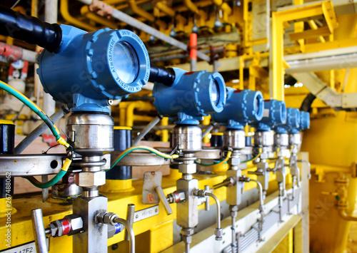 Fotografering Pressure transmitter to monitor downstream pressure.