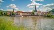 Timelapse - Zwei Ausflugsschiffe vor Stadtansicht in Deutschland