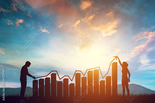 Fotografía  Woman and man holding a rising arrow symbolizing growth on the chart