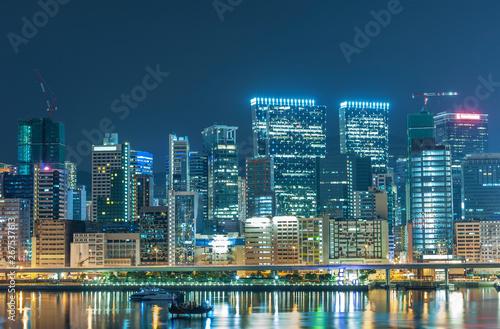 Skyline of downtown of Hong Kong city at night Billede på lærred