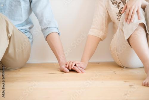 Canvastavla 手をつなぐカップルの手元