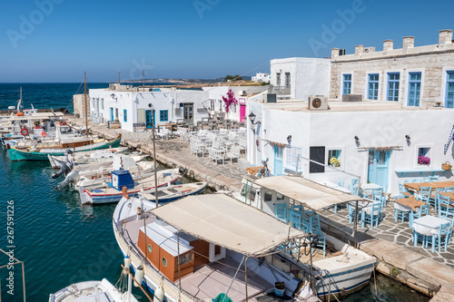 Pinturas sobre lienzo  Fishing boat in Naoussa port, Paros island, Greece