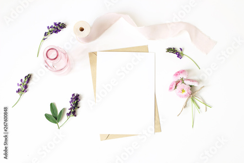Photo Feminine stationery, desktop mock-up scene