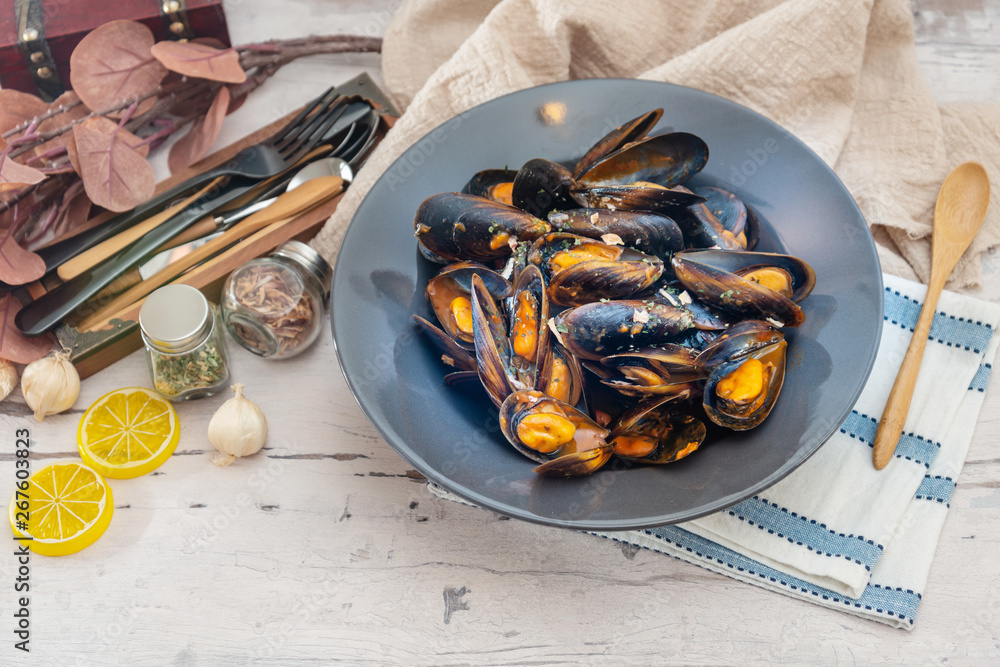Fototapety, obrazy: Italian Steamed Mussels cooked in Provencale style