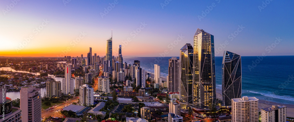 Obraz Panoramic sunset view of Surfers Paradise on the Gold Coast looking from the south fototapeta, plakat