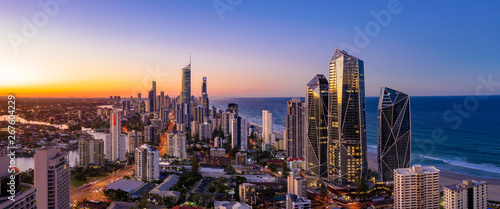 Tuinposter Kust Panoramic sunset view of Surfers Paradise on the Gold Coast looking from the south