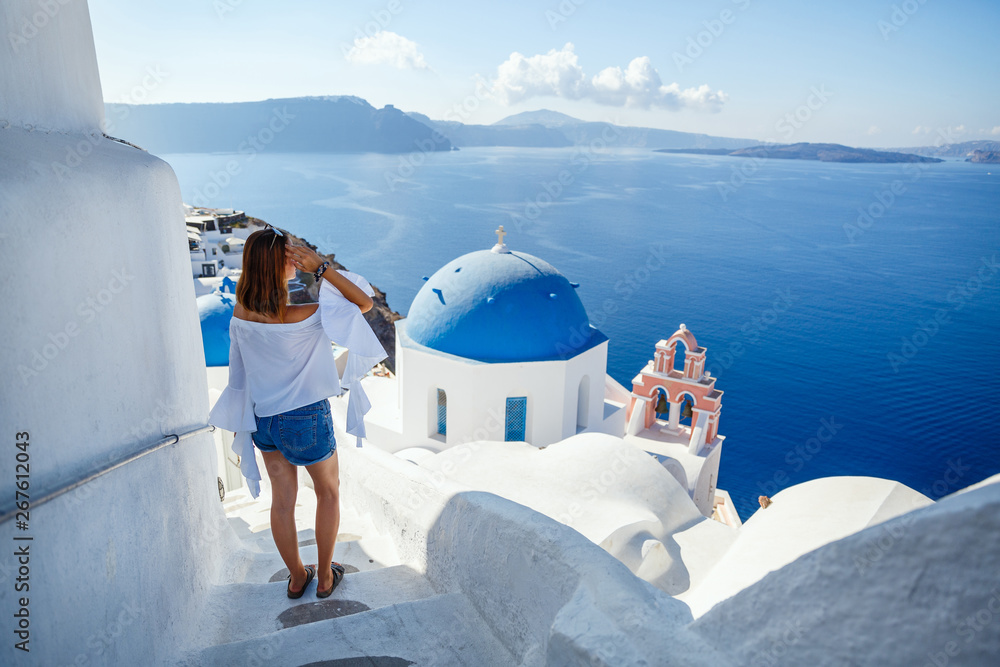 Fototapety, obrazy: Beautiful young woman against architecture of Santorini