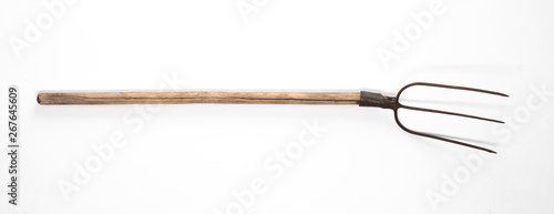 Foto old rural peasant pitchfork on white background