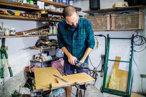 Photo Trabalhos caseiros e hoby com as suas ferramentas