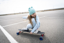 Street Sports: A Girl In A Blu...