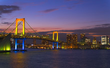 東京夜景 虹色のレインボーブリッジ マジックアワー