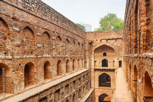 In de dag Unusual view of Agrasen ki Baoli reservoir in Delhi, India