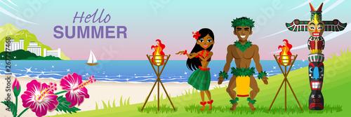 """Dwóch tancerzy hula tańczących na tropikalnej plaży o zachodzie słońca - Zawarte słowa """"Hello Summer"""""""
