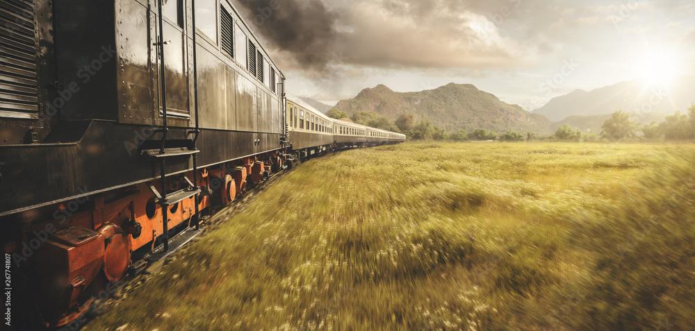 Fototapety, obrazy: Alter Zug unterwegs in der Natur bei Sonnenuntergang