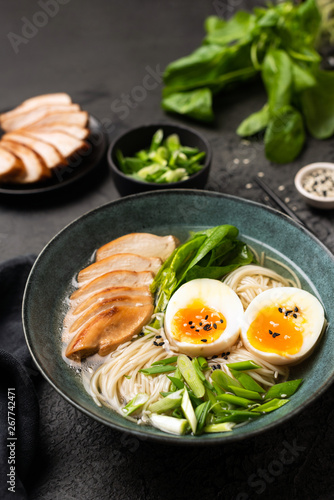 Photo  Japanese Ramen noodle soup with chicken on black background