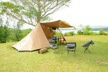 キャンプ場でテント