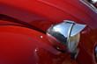 vieille voiture, phare et rétroviseur de voiture, voiture rouge et voiture verte