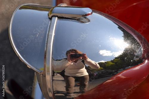 Fotografiet vieille voiture, phare et rétroviseur de voiture, voiture rouge et voiture verte