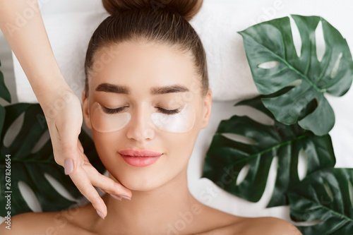 Fotomural Woman With Eye Patches, Relaxing In Spa Center