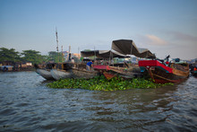 Can Tho, Vietnam - March 27, 2019: Several Seller Boats Bounded Together On Floating Market In Mekong Delta