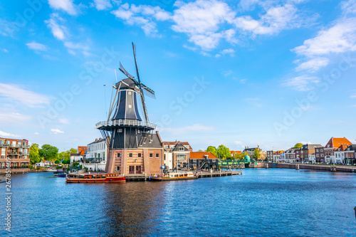 Fotografie, Obraz  windmill de Adriaan in Haarlem, Netherlands