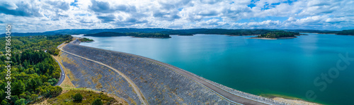 Foto auf Gartenposter Blau Jeans Scenic aerial panorama of Cardinia Reservoir lake and dam wall on overcast day