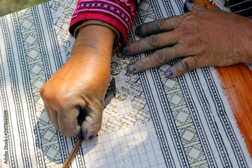 Vászonkép hmong hilltribe writing candles to made traditional cloths