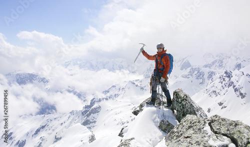 Fényképezés alpinism in the snowy mountains