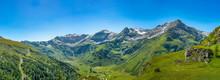 Panorama Einer Bergkette Mit S...