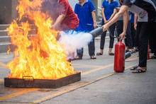 Employees Firefighting Training,Extinguish A Fire.