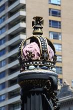 Krone Auf Straßenlaterne Am Parlamentsgebäude In Melboure In Australien