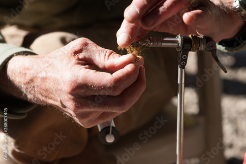 Photo Fly Tying - Winding the Herle