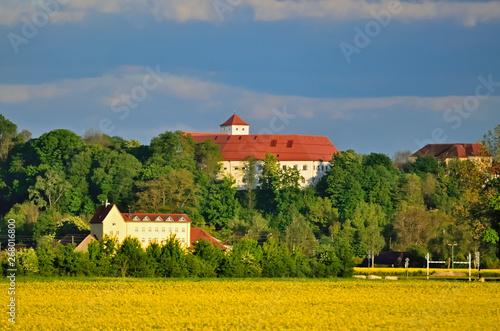 Montage in der Fensternische Blau Jeans Stadtschloss von Friedberg