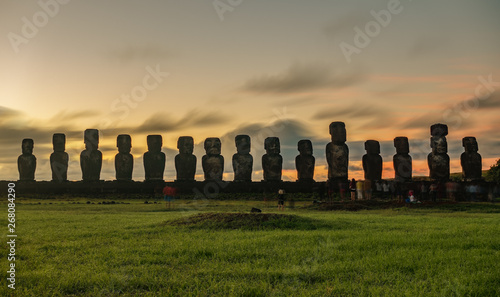 Sunrise behind Moai statues of Ahu Tongariki on Easter Island Canvas-taulu
